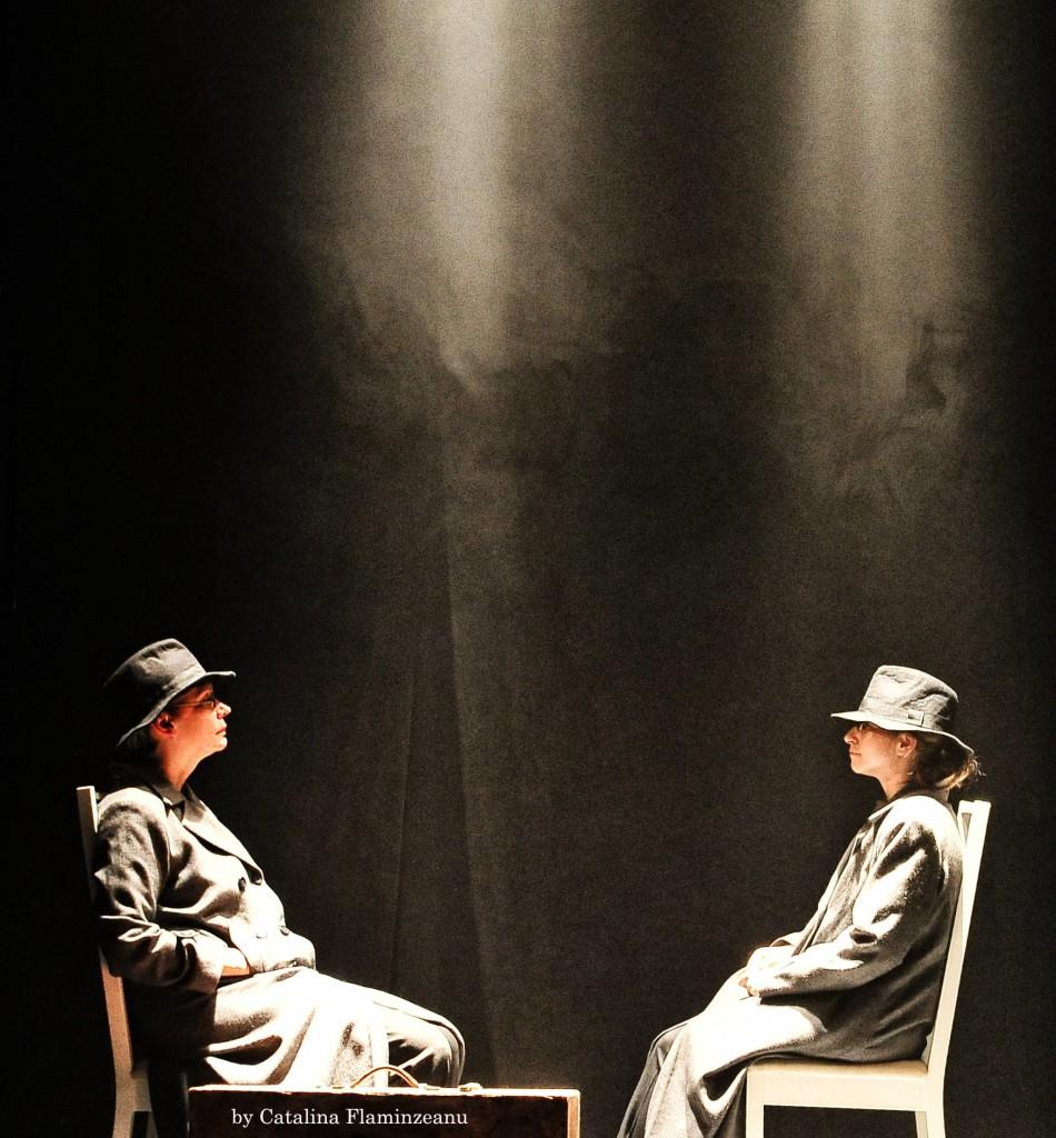 N(AUM) - foto din spectacol (2)